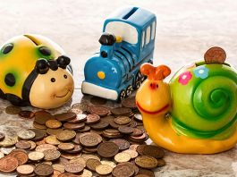 how-to-teach-your-kids-to-save-money-in-piggy-bank-for-future