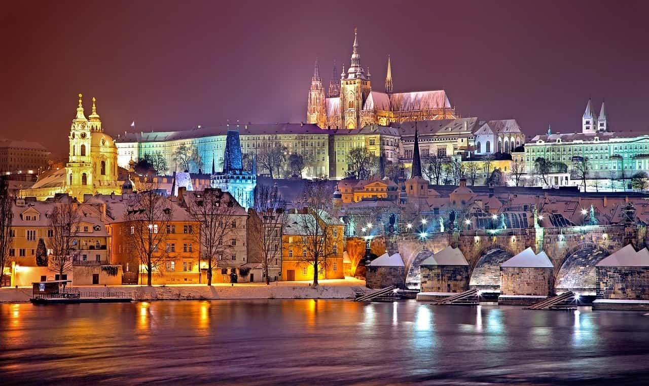 which-18-best-places-visit-to-celebrate-new-years-eve-2021-in-europe